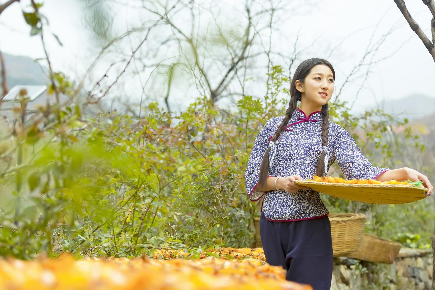 煎饼mm刘晓旭来到蒙山人家柿子节客串柿子西施_图1-15