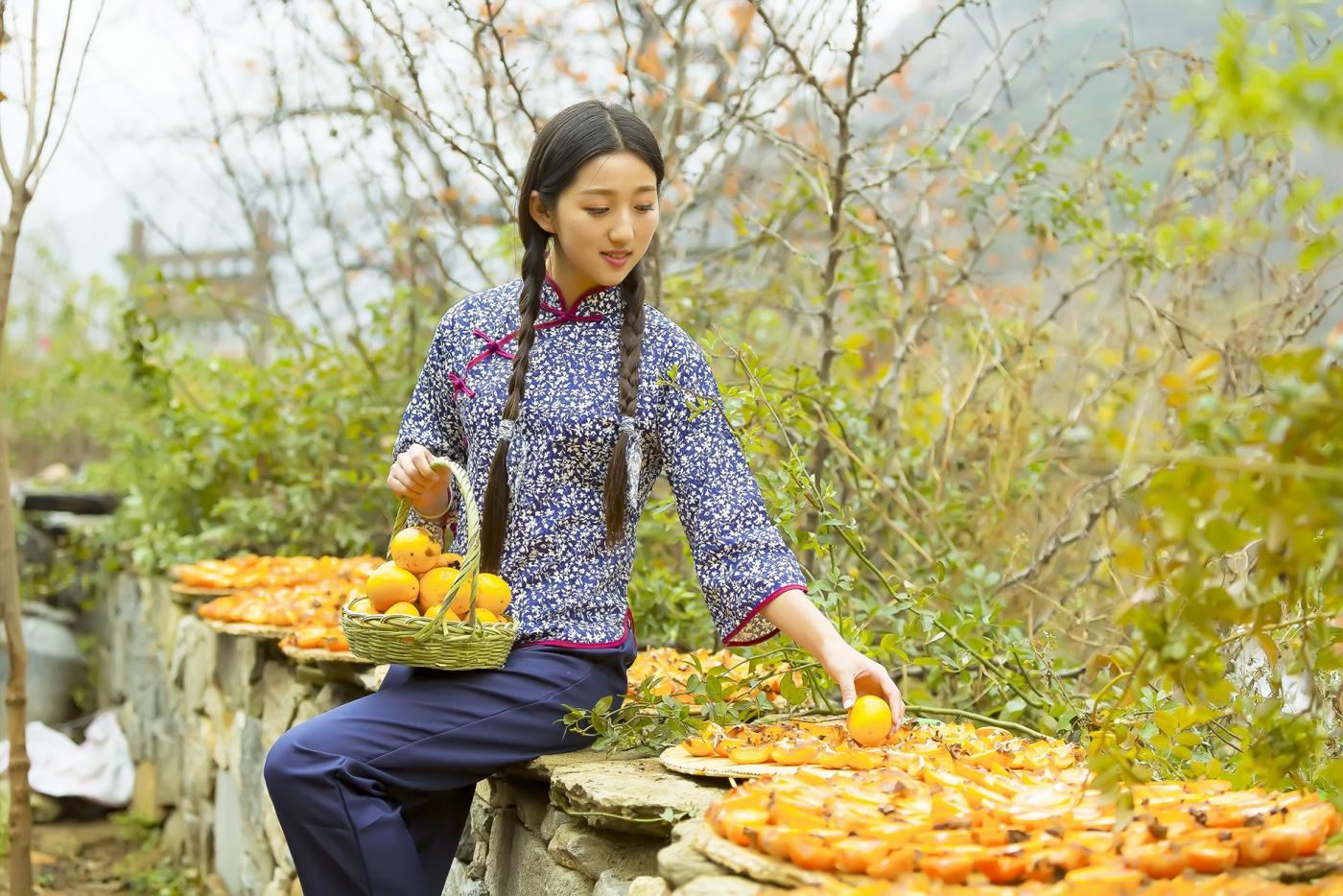 煎饼mm刘晓旭来到蒙山人家柿子节客串柿子西施_图1-17