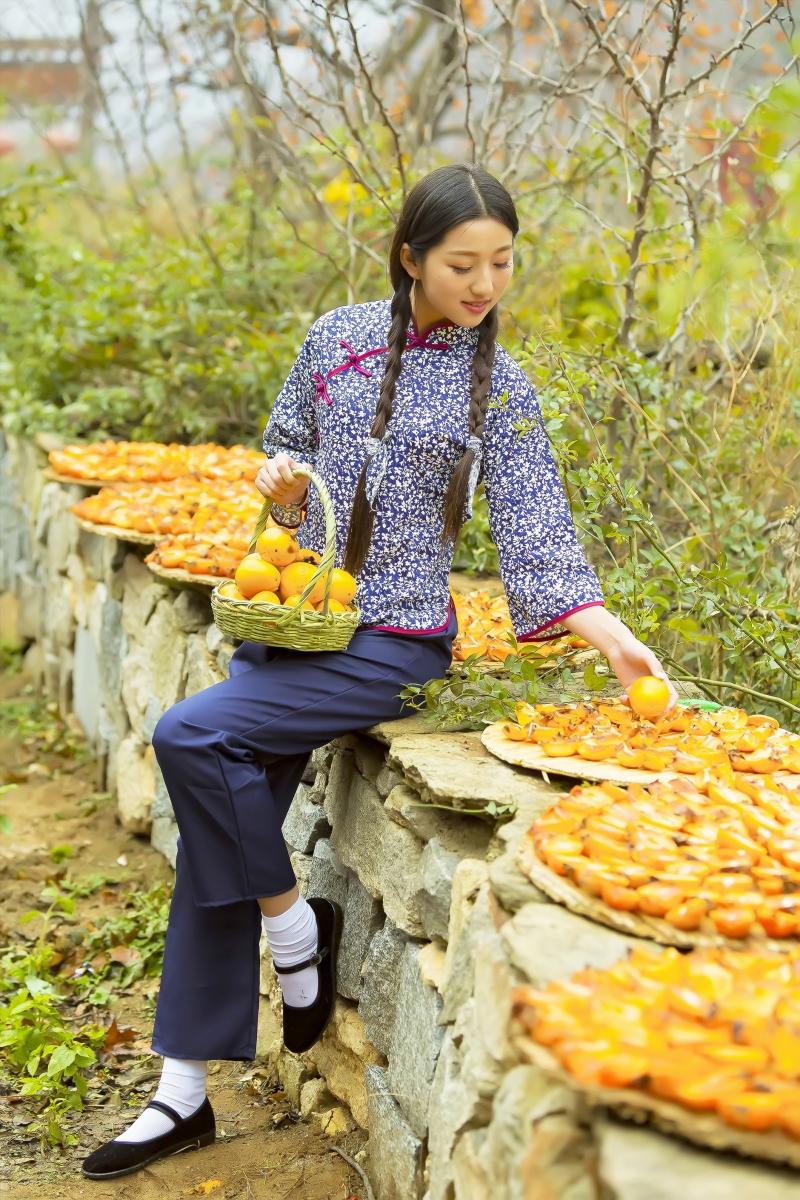 煎饼mm刘晓旭来到蒙山人家柿子节客串柿子西施_图1-18