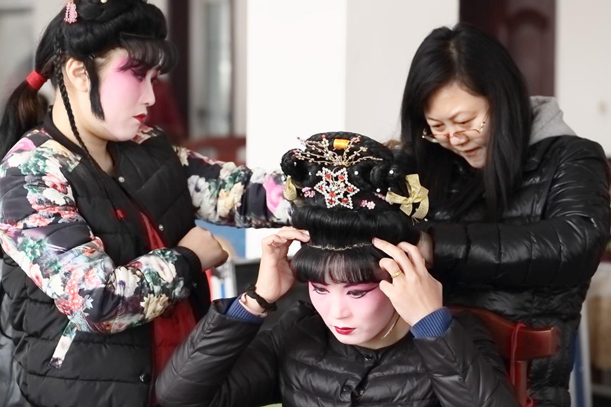 山东柳子戏剧团在寒风中为河东区人民送上一台文化大餐_图1-14