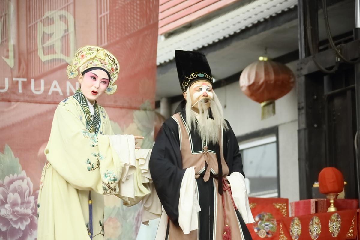 山东柳子戏剧团在寒风中为河东区人民送上一台文化大餐_图1-37