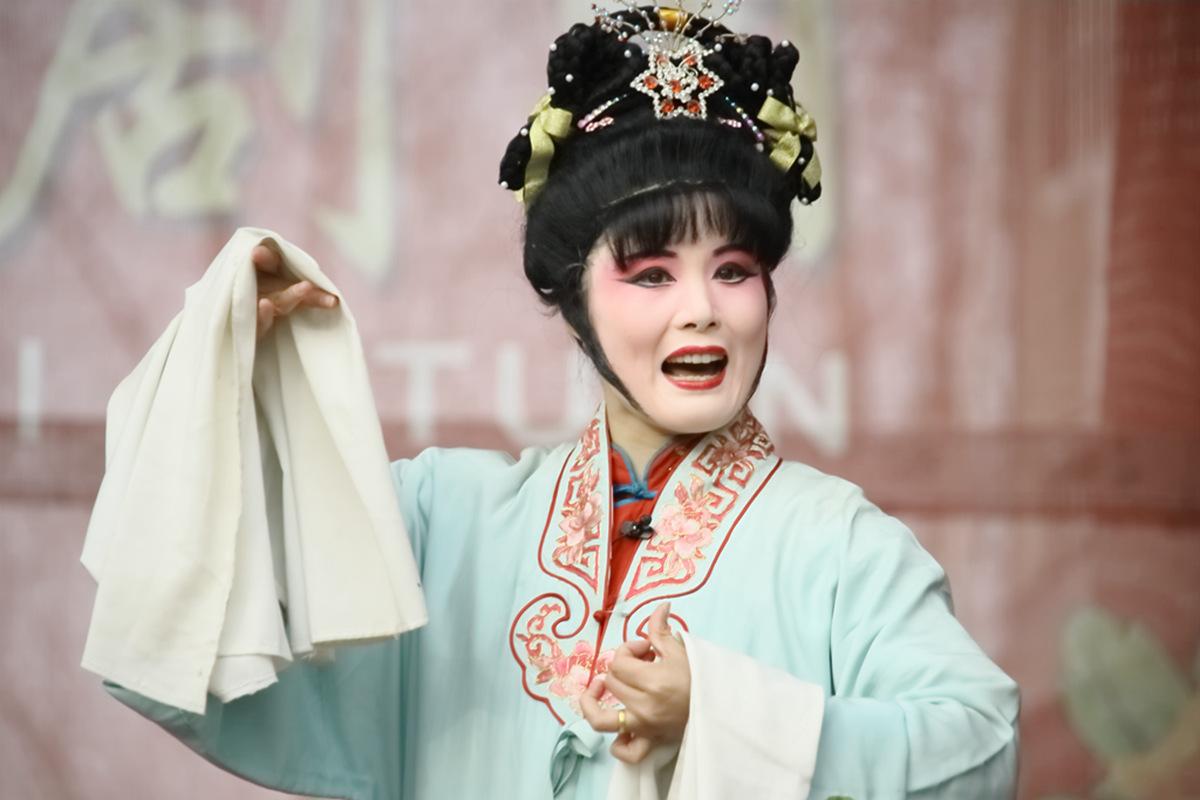 山东柳子戏剧团在寒风中为河东区人民送上一台文化大餐_图1-39