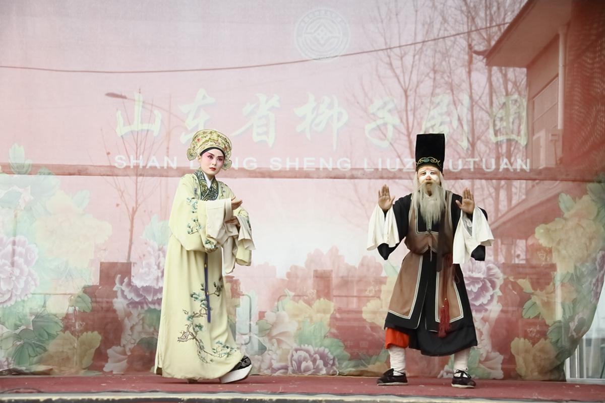山东柳子戏剧团在寒风中为河东区人民送上一台文化大餐_图1-40