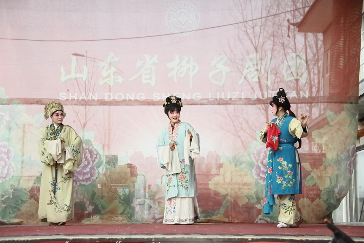 山东柳子戏剧团在寒风中为河东区人民送上一台文化大餐_图1-41