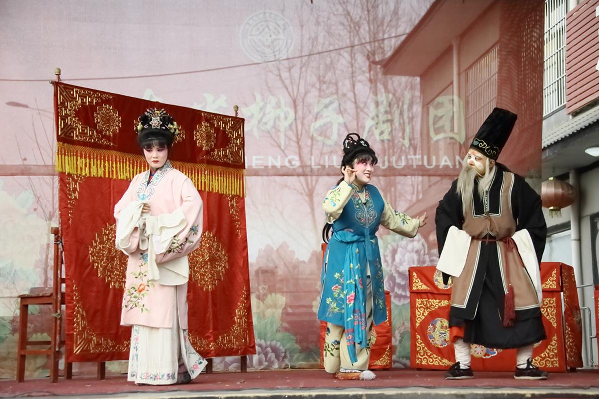 山东柳子戏剧团在寒风中为河东区人民送上一台文化大餐_图1-44