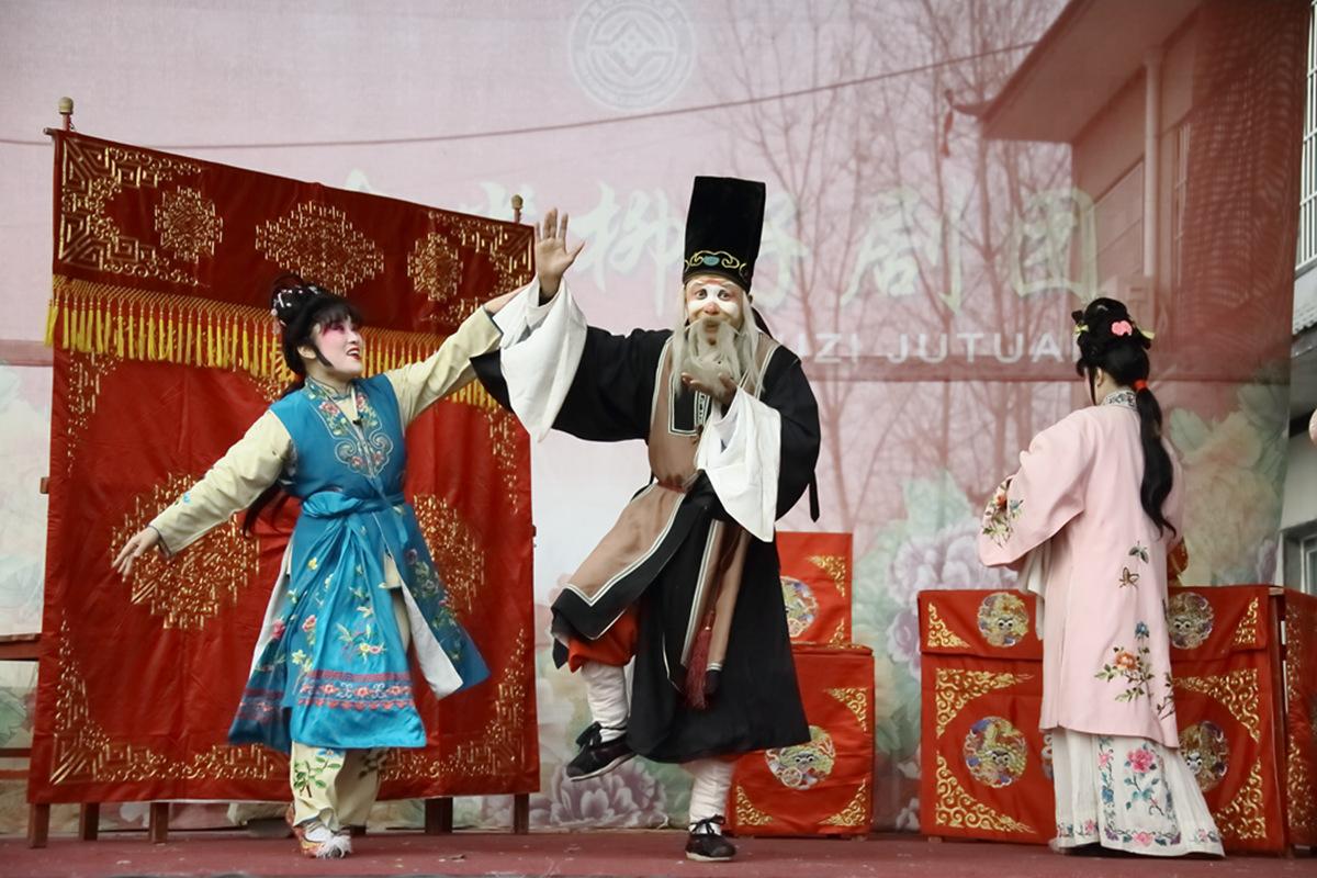 山东柳子戏剧团在寒风中为河东区人民送上一台文化大餐_图1-46
