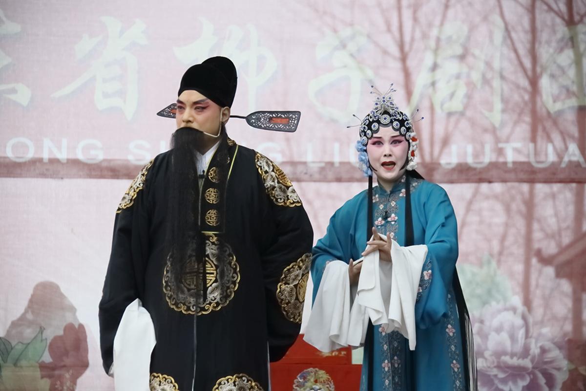 山东柳子戏剧团在寒风中为河东区人民送上一台文化大餐_图1-49
