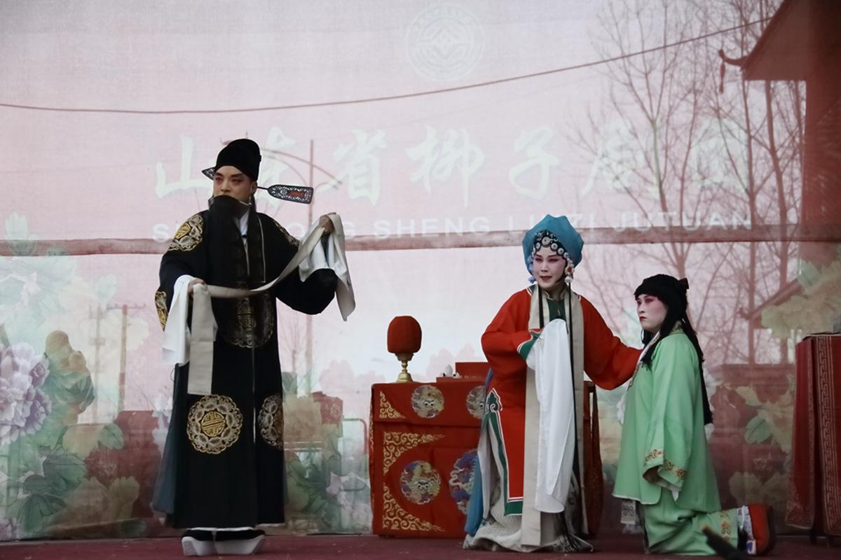 山东柳子戏剧团在寒风中为河东区人民送上一台文化大餐_图1-51
