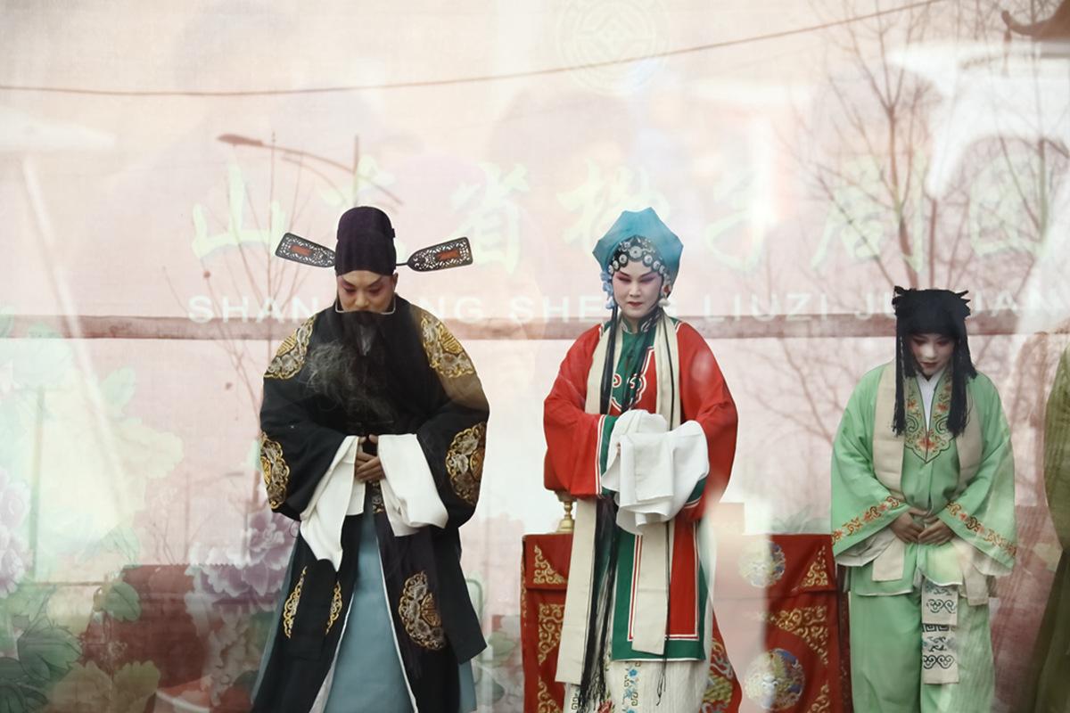 山东柳子戏剧团在寒风中为河东区人民送上一台文化大餐_图1-54