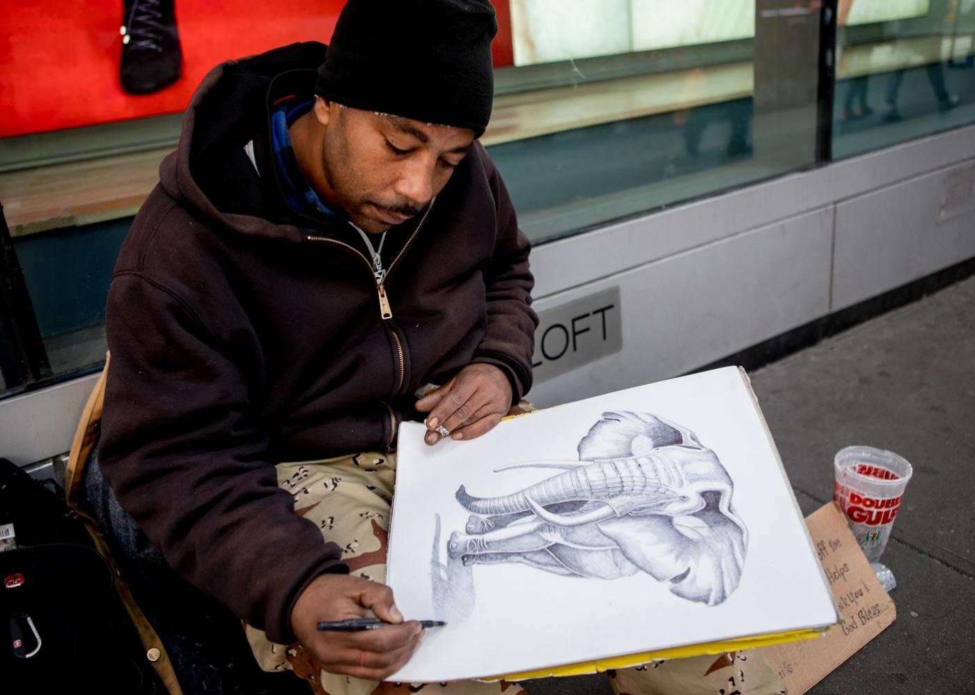 紐約時代廣場旁一位流浪畫家161213_图1-4