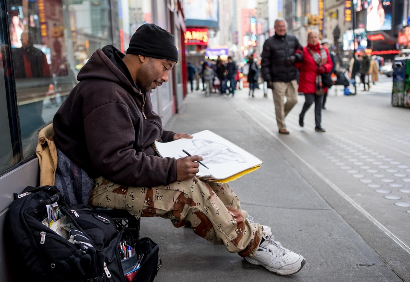 紐約時代廣場旁一位流浪畫家161213_图1-7