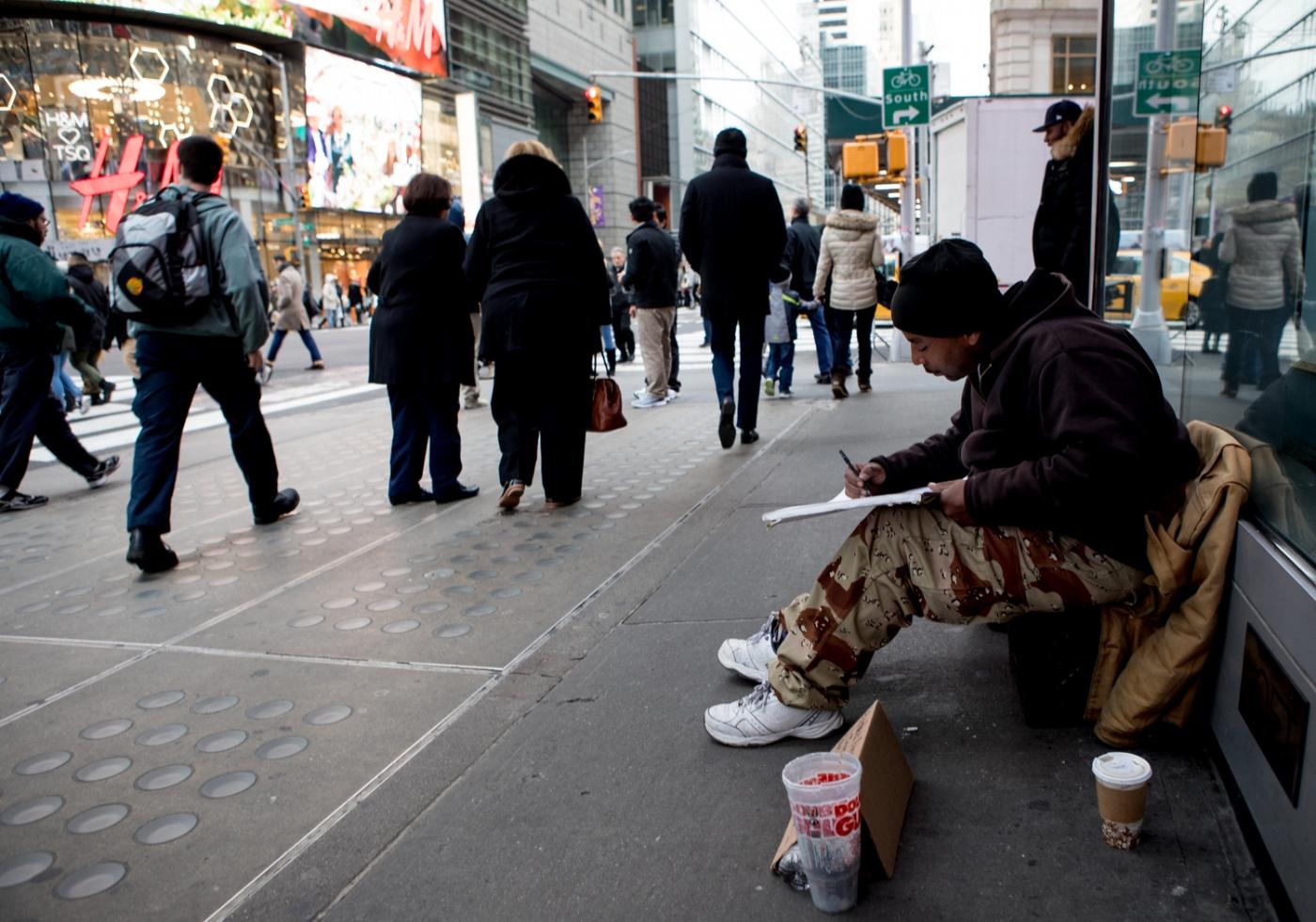 紐約時代廣場旁一位流浪畫家161213_图1-9