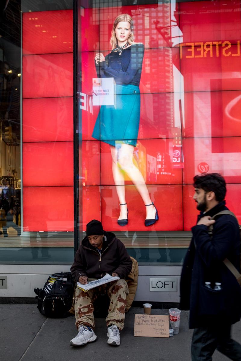 紐約時代廣場旁一位流浪畫家161213_图1-11