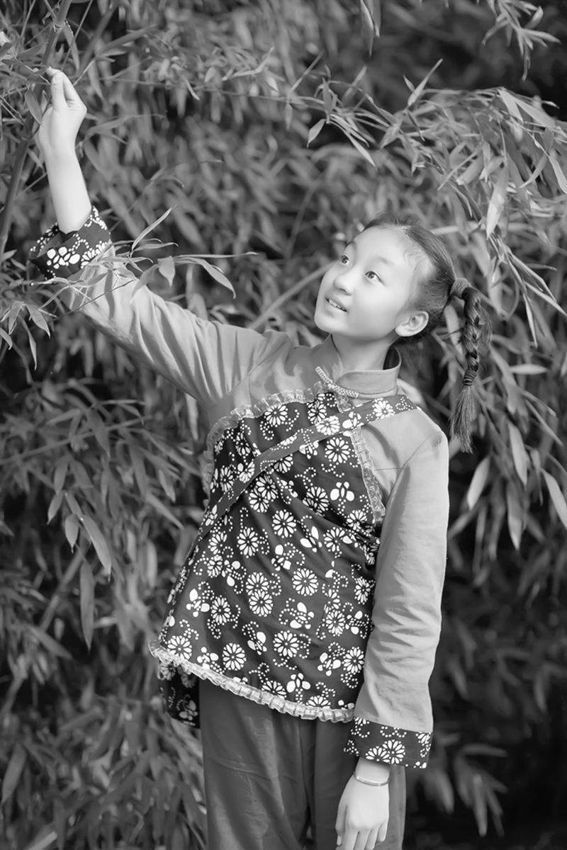 沂蒙小精灵(李欣蔚崔熙恩)第四季 黑白的图片 快乐的童年_图1-3
