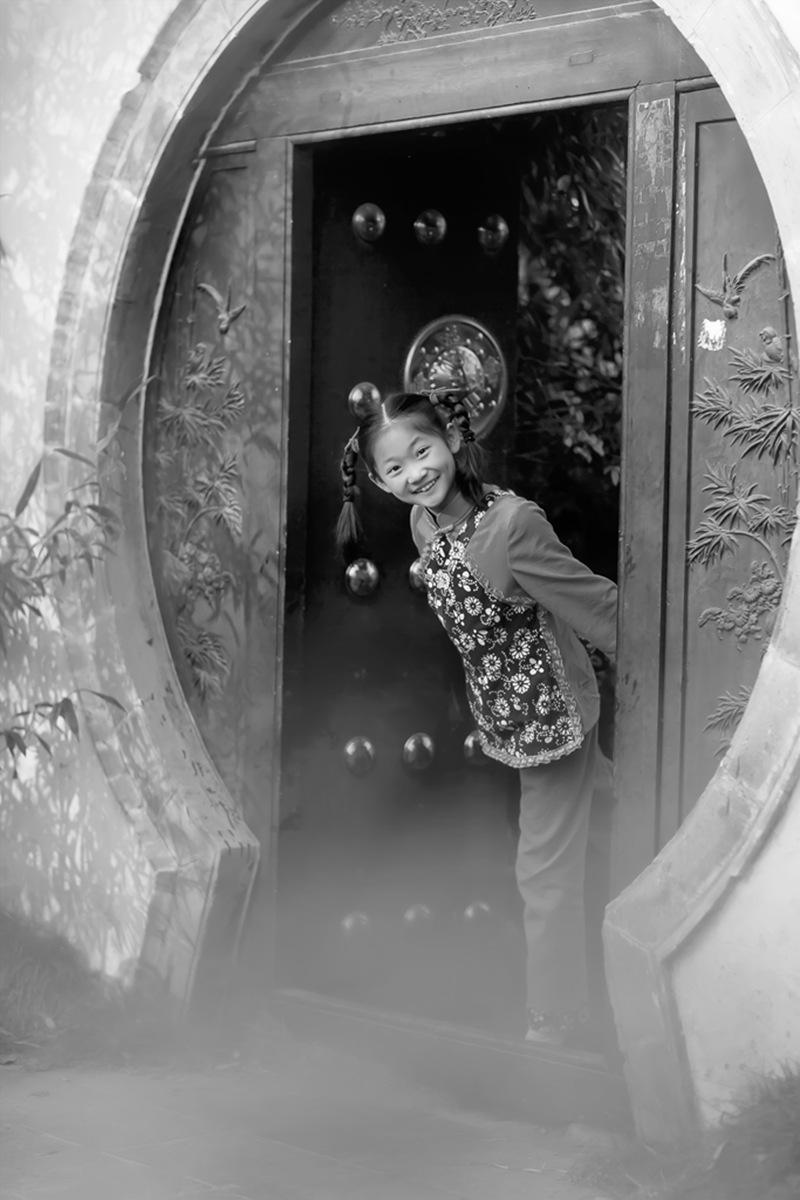 沂蒙小精灵(李欣蔚崔熙恩)第四季 黑白的图片 快乐的童年_图1-5