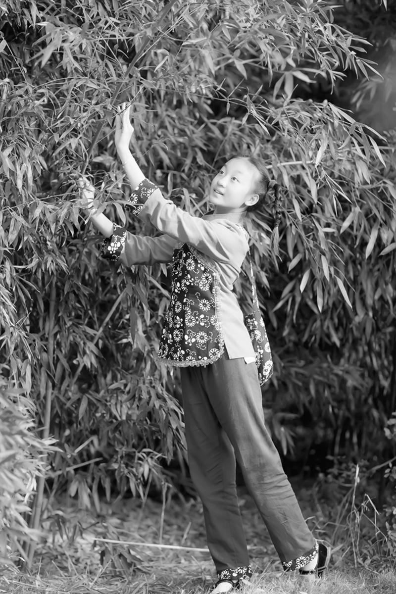 沂蒙小精灵(李欣蔚崔熙恩)第四季 黑白的图片 快乐的童年_图1-6