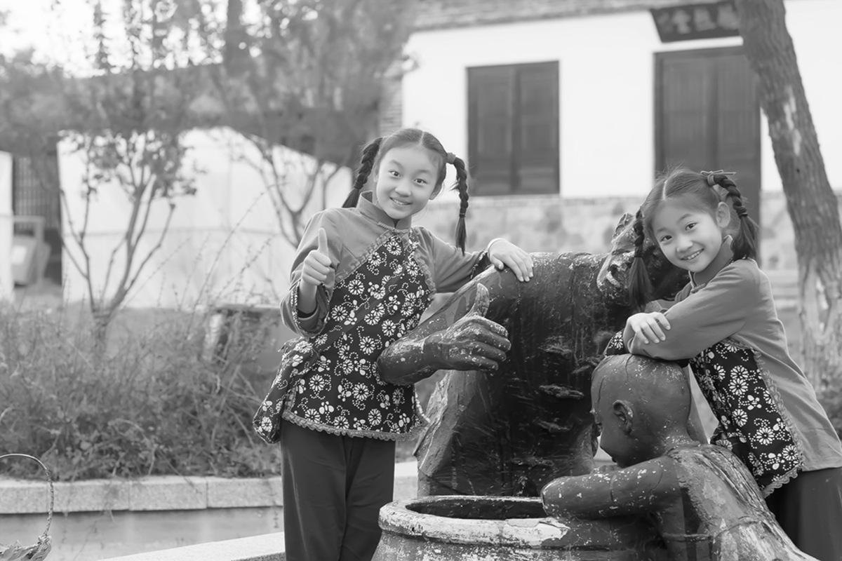 沂蒙小精灵(李欣蔚崔熙恩)第四季 黑白的图片 快乐的童年_图1-7