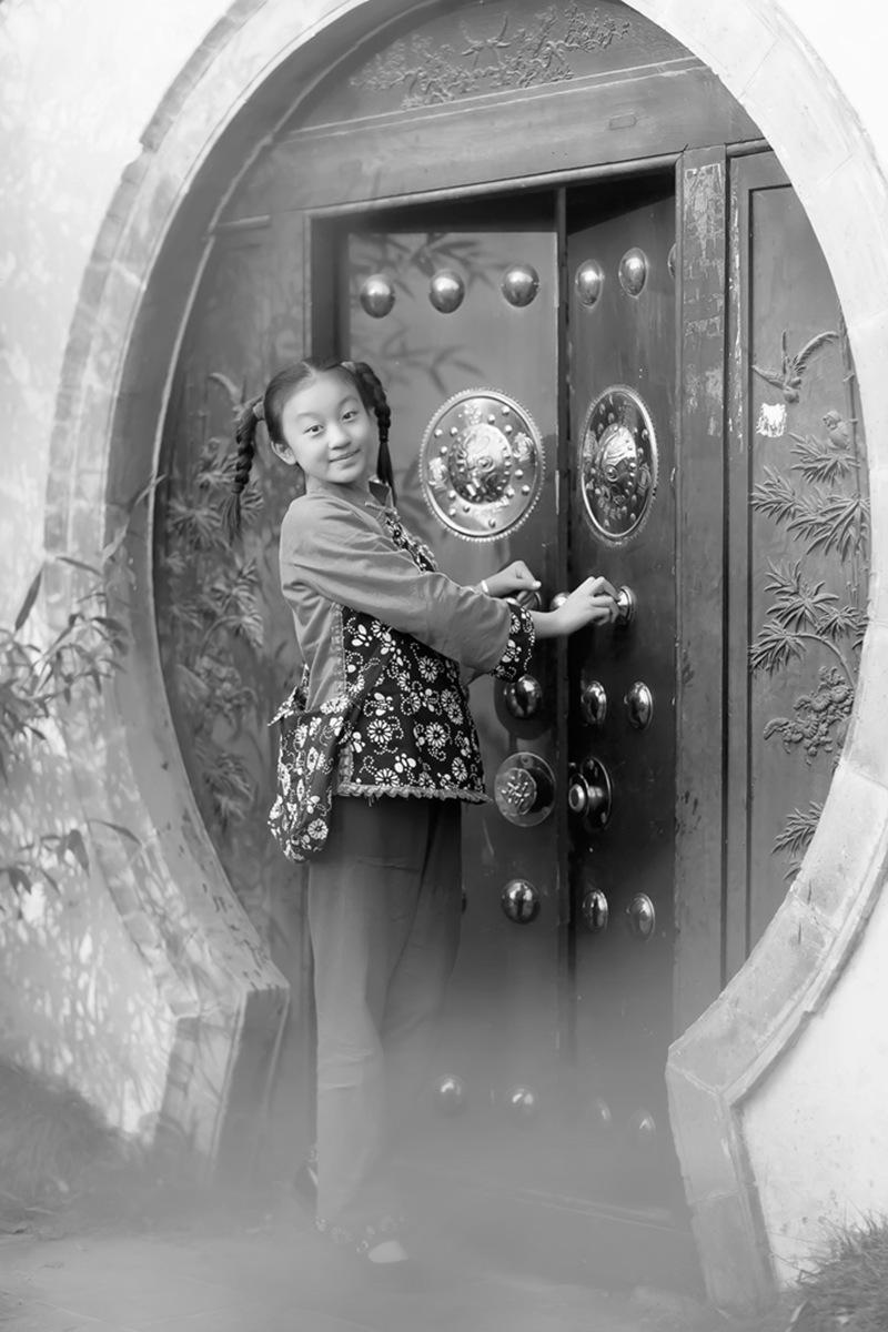 沂蒙小精灵(李欣蔚崔熙恩)第四季 黑白的图片 快乐的童年_图1-8