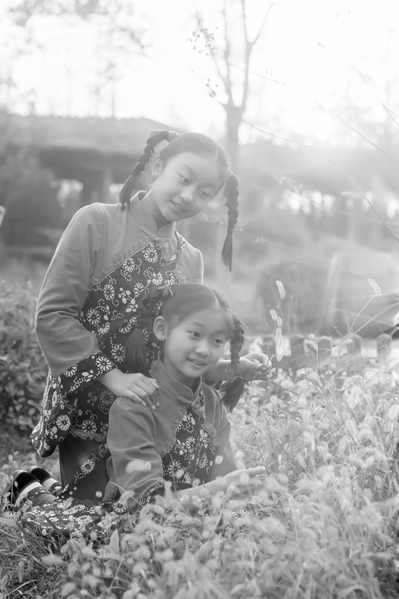 沂蒙小精灵(李欣蔚崔熙恩)第四季 黑白的图片 快乐的童年_图1-9