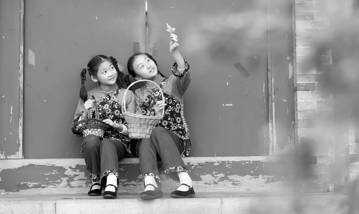 沂蒙小精灵(李欣蔚崔熙恩)第四季 黑白的图片 快乐的童年_图1-11
