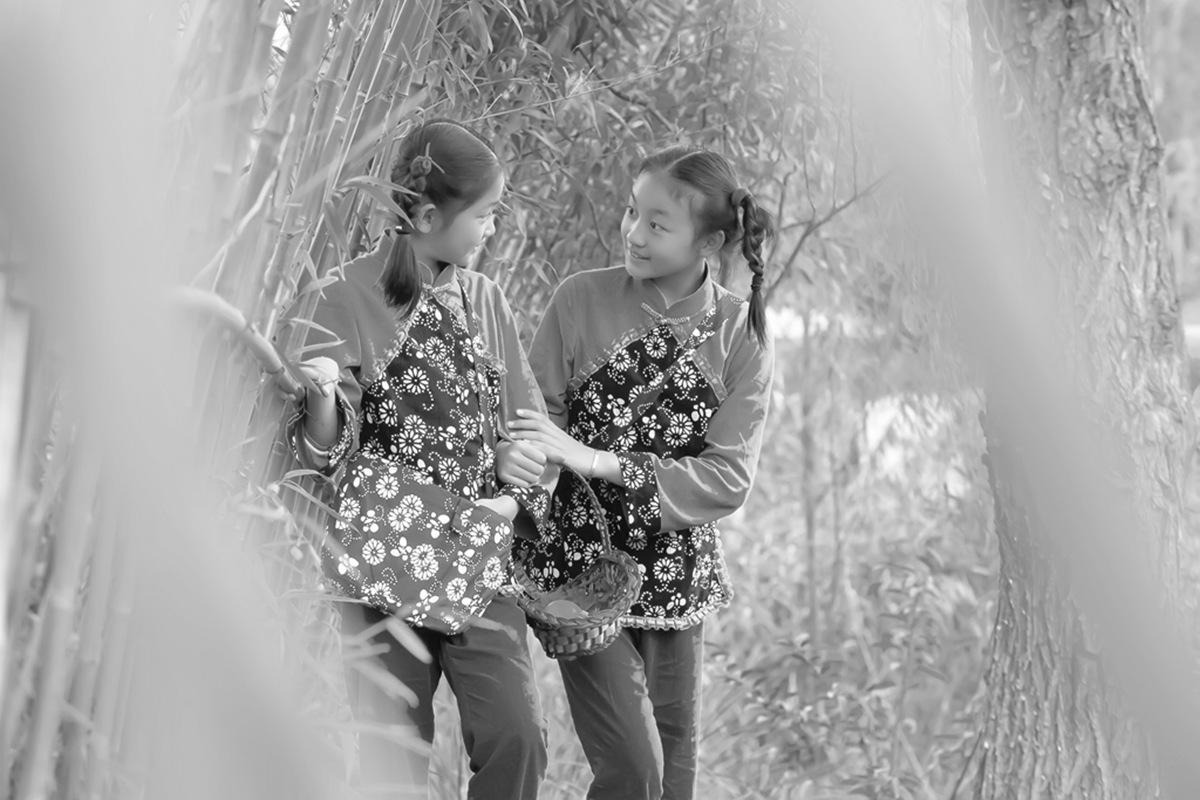 沂蒙小精灵(李欣蔚崔熙恩)第四季 黑白的图片 快乐的童年_图1-13