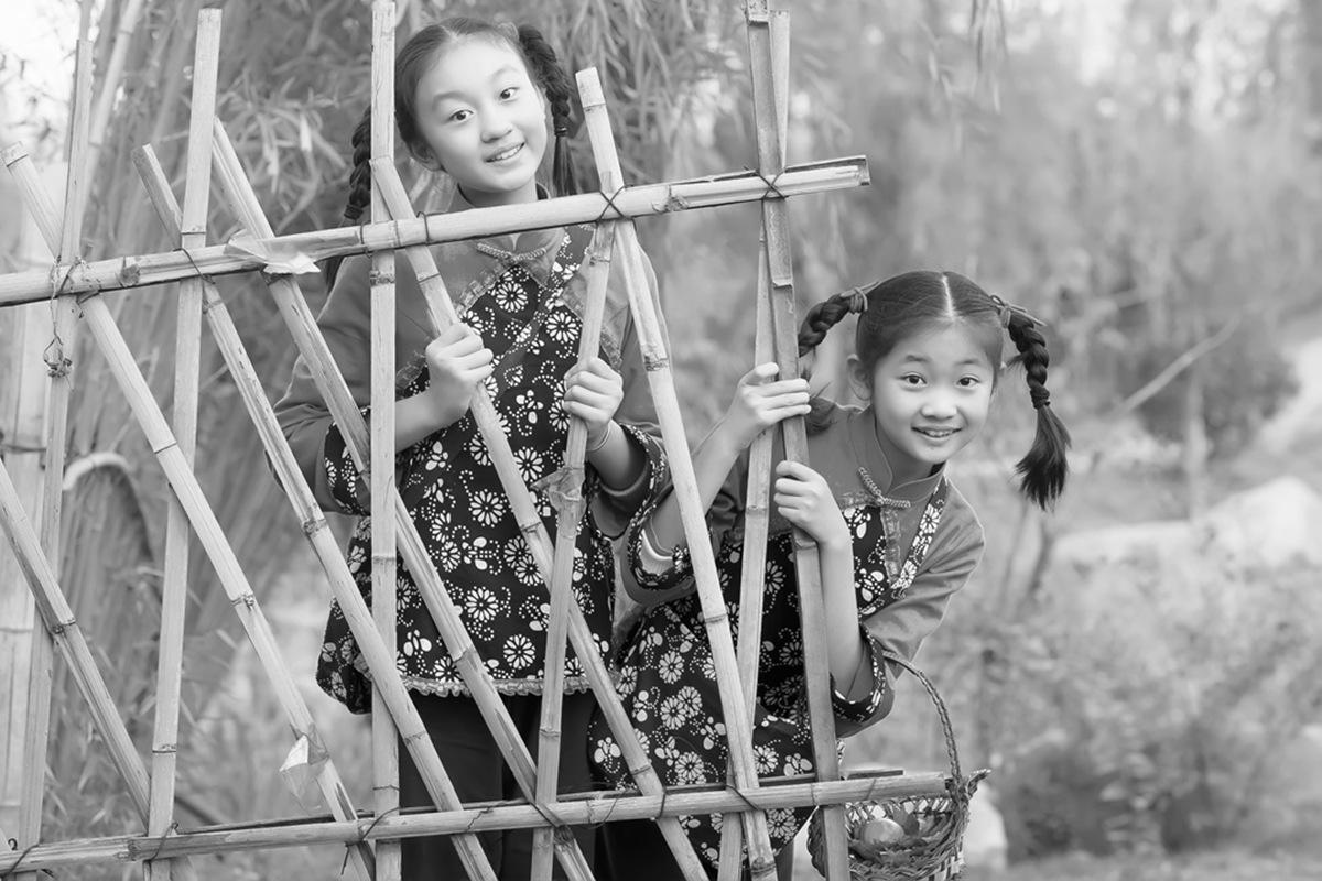 沂蒙小精灵(李欣蔚崔熙恩)第四季 黑白的图片 快乐的童年_图1-15