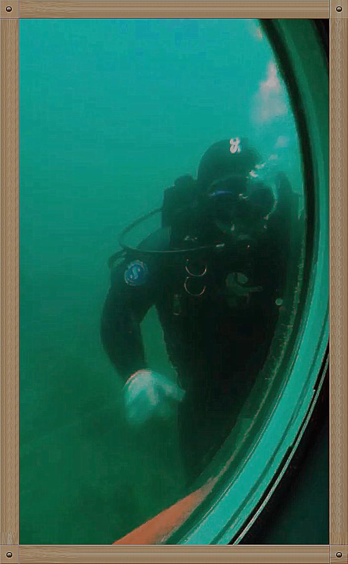 放飞情感《坐潜艇拍水下世界》_图1-15