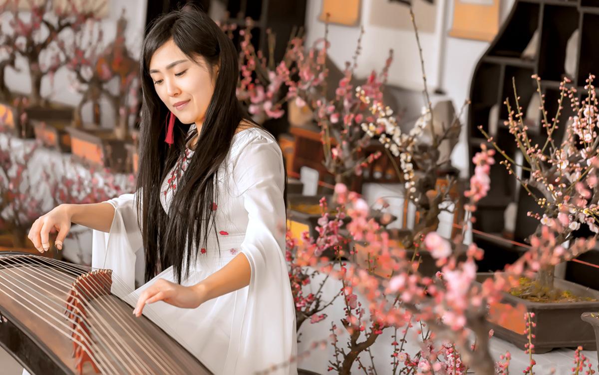 春晚弹奏古筝的沂水女孩是她呀 还和刘能搭戏今天邂逅梅园_图1-2
