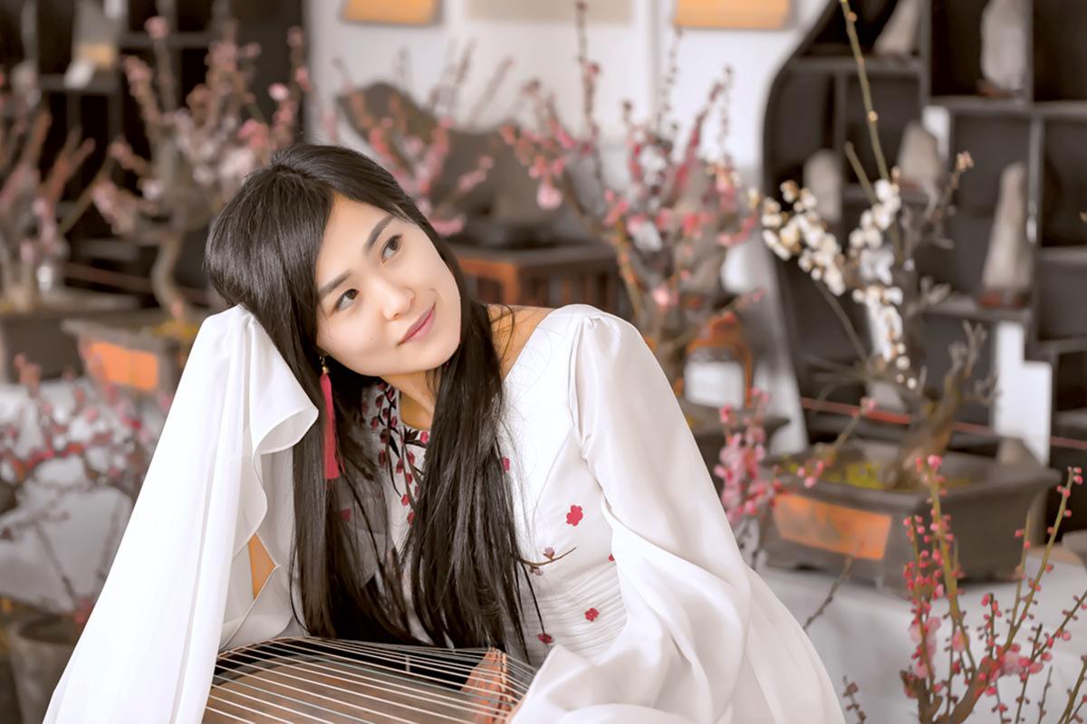 春晚弹奏古筝的沂水女孩是她呀 还和刘能搭戏今天邂逅梅园_图1-4