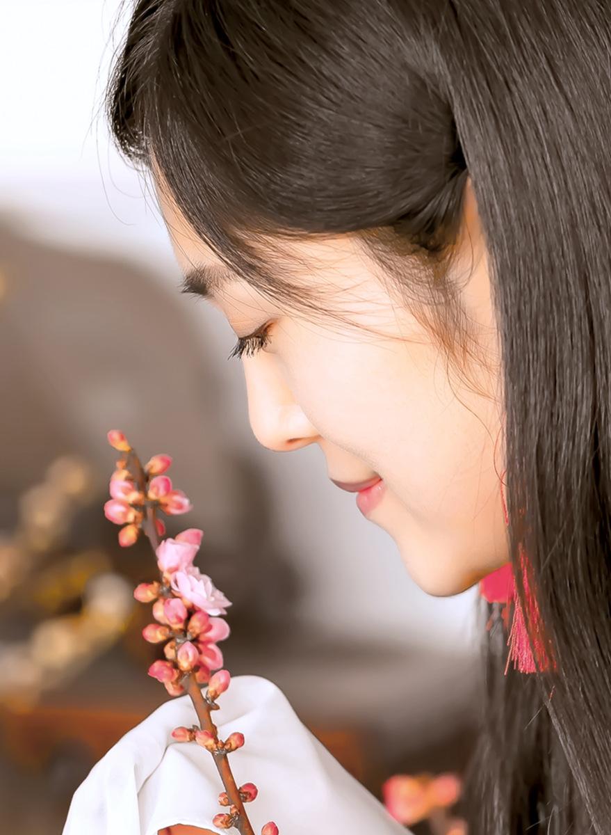 春晚弹奏古筝的沂水女孩是她呀 还和刘能搭戏今天邂逅梅园_图1-5