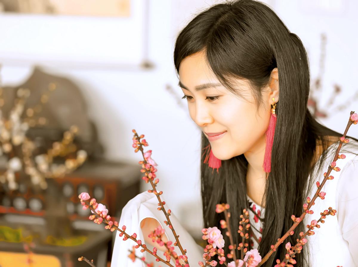 春晚弹奏古筝的沂水女孩是她呀 还和刘能搭戏今天邂逅梅园_图1-7