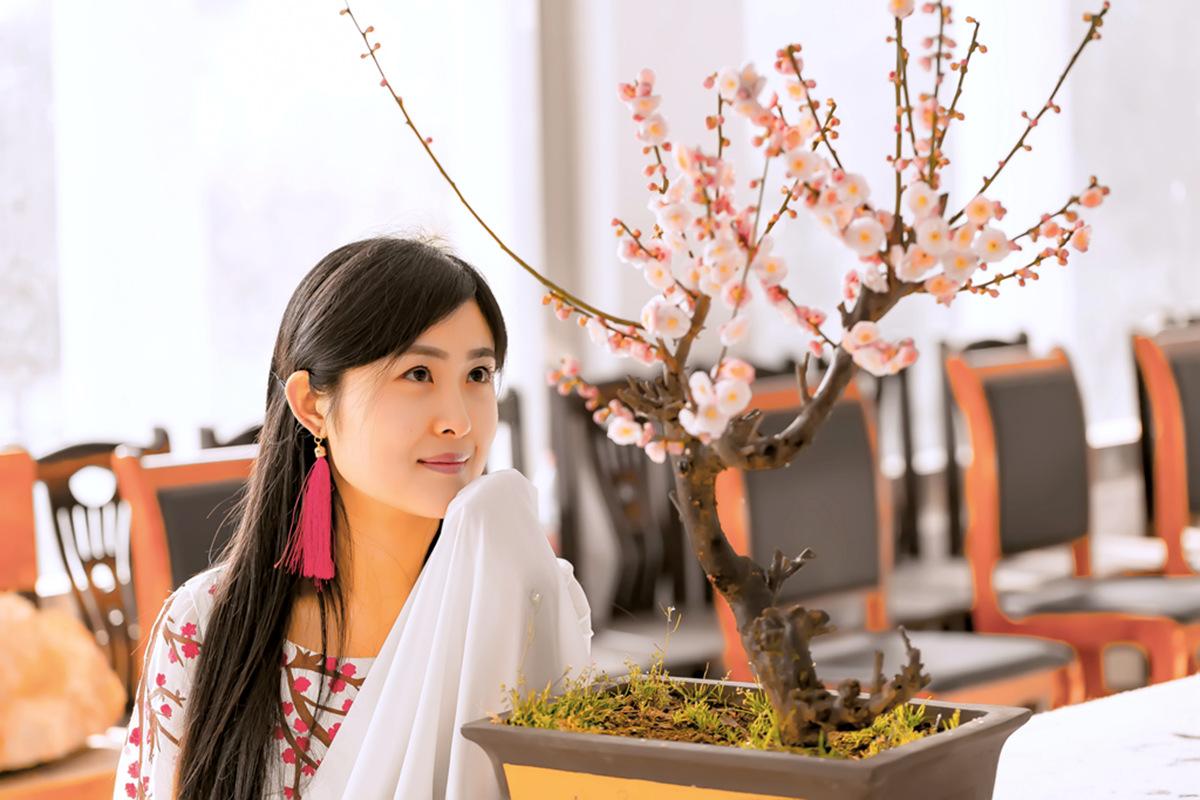 春晚弹奏古筝的沂水女孩是她呀 还和刘能搭戏今天邂逅梅园_图1-10