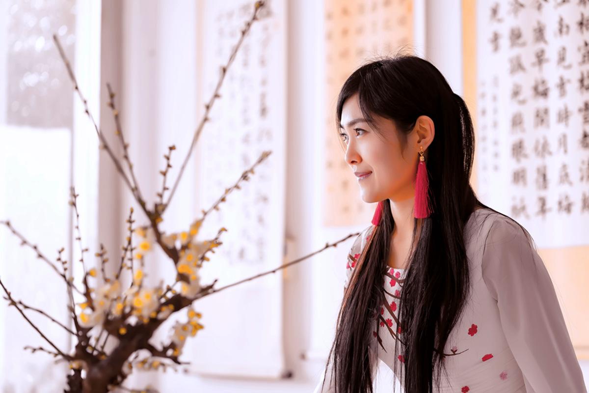 春晚弹奏古筝的沂水女孩是她呀 还和刘能搭戏今天邂逅梅园_图1-11