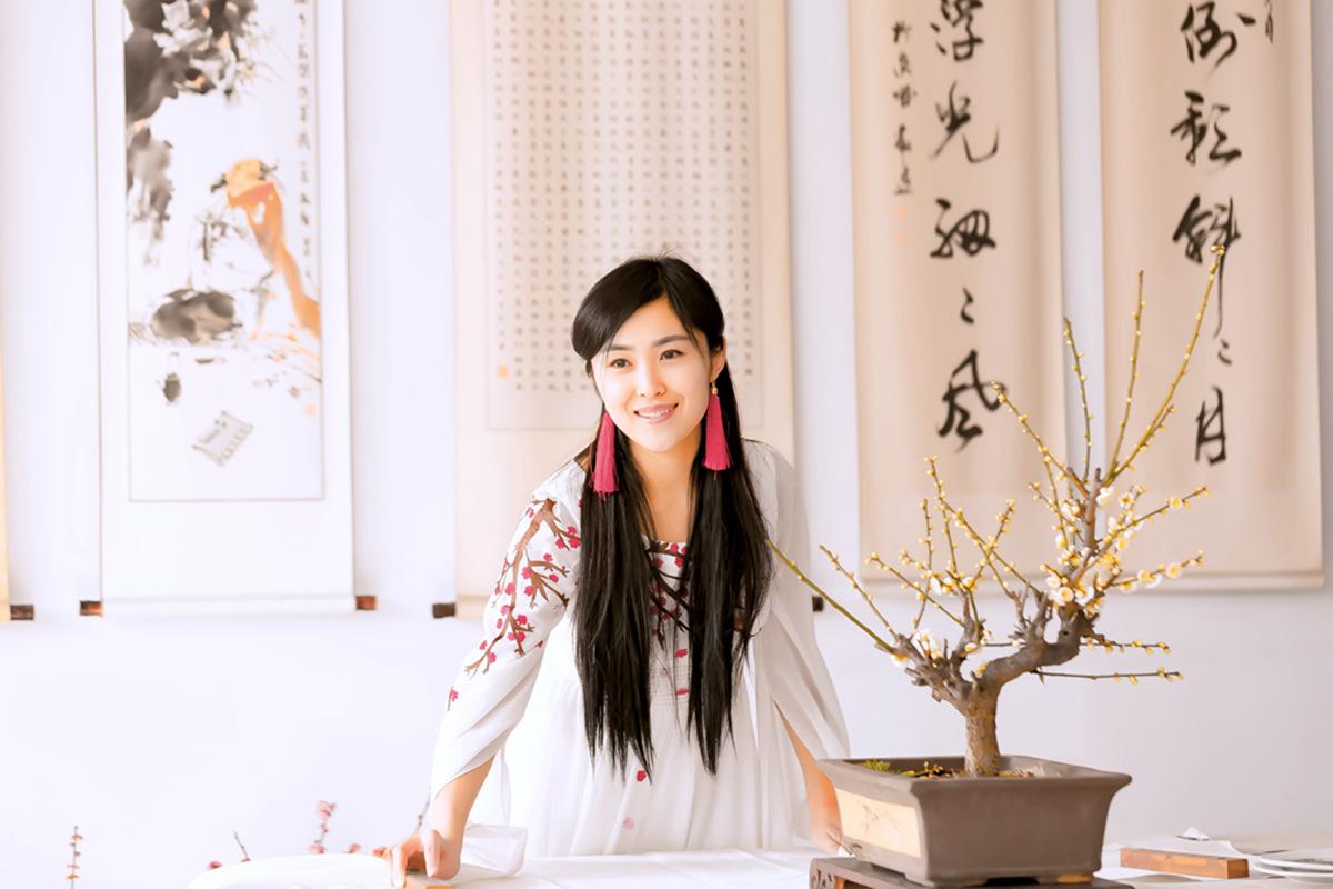 春晚弹奏古筝的沂水女孩是她呀 还和刘能搭戏今天邂逅梅园_图1-12