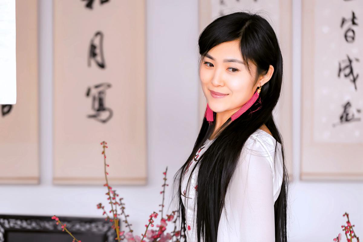 春晚弹奏古筝的沂水女孩是她呀 还和刘能搭戏今天邂逅梅园_图1-13