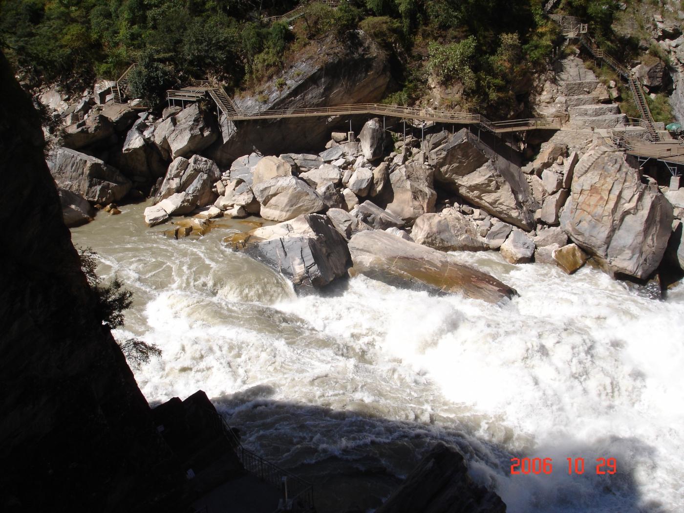【汉良子】虎跳峡--中国最深的峡谷之一(图)_图1-1