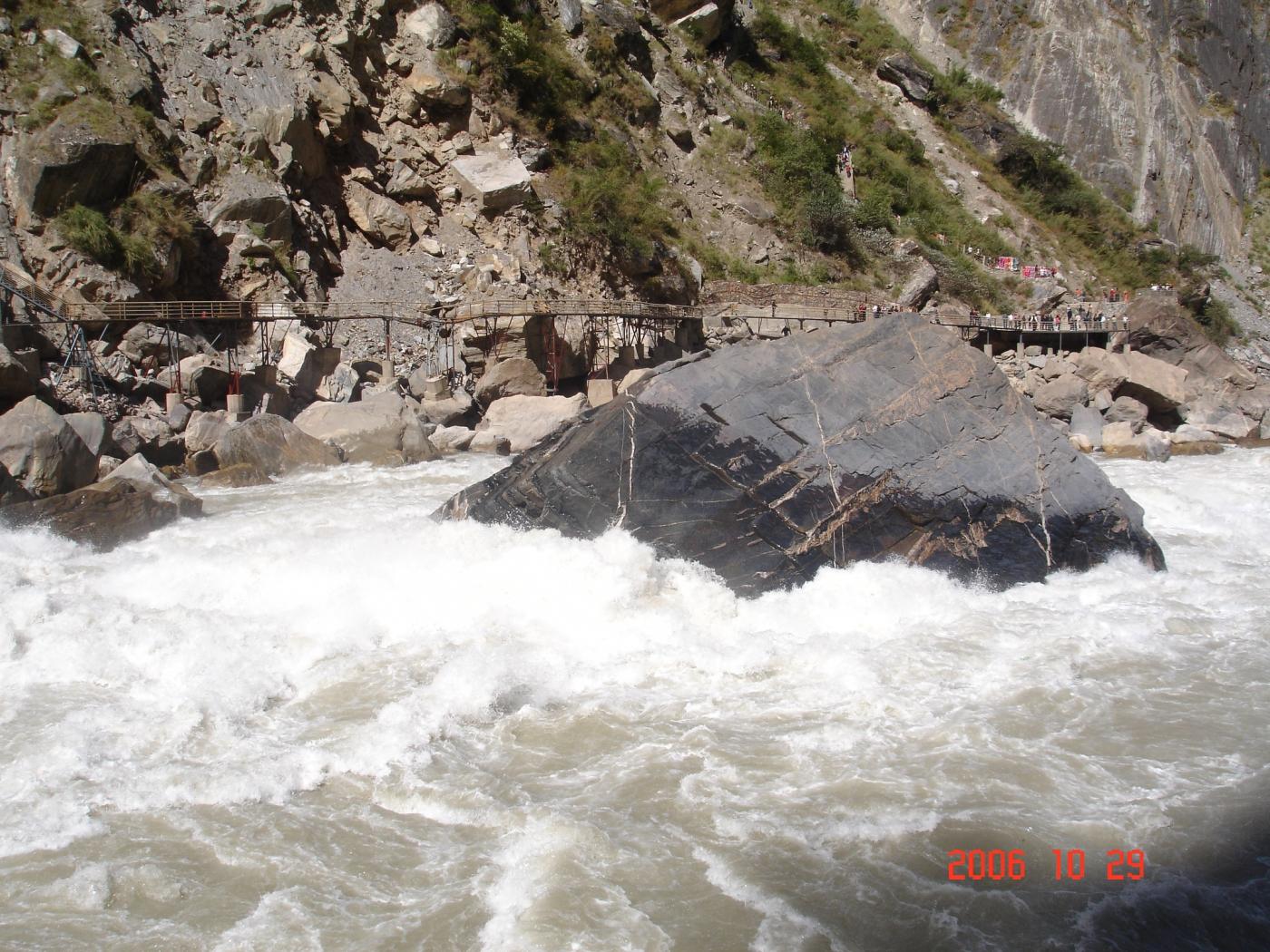 【汉良子】虎跳峡--中国最深的峡谷之一(图)_图1-3