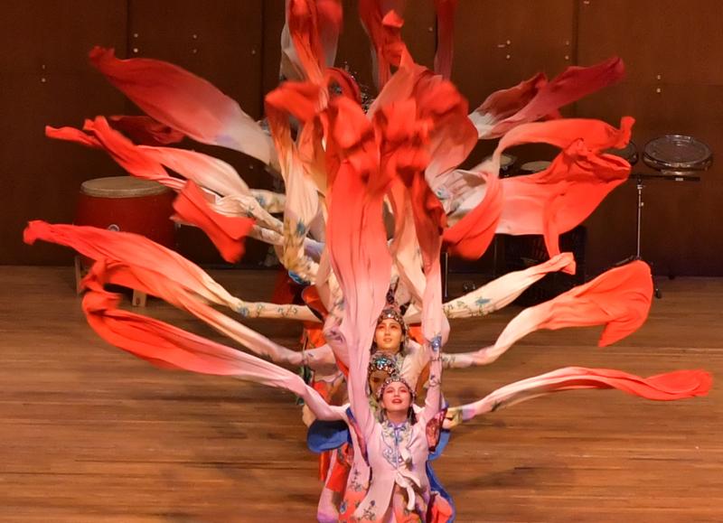 林肯中心华人迎春歌舞表演_图1-1