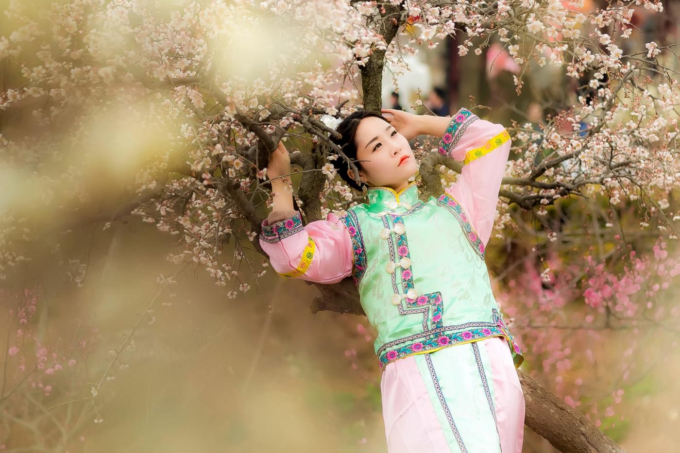沂水雪山梅园走来一群赏梅踏春的沂蒙女孩 摄影人和女孩们成为梅园一道亮丽的风景线 ..._图1-8