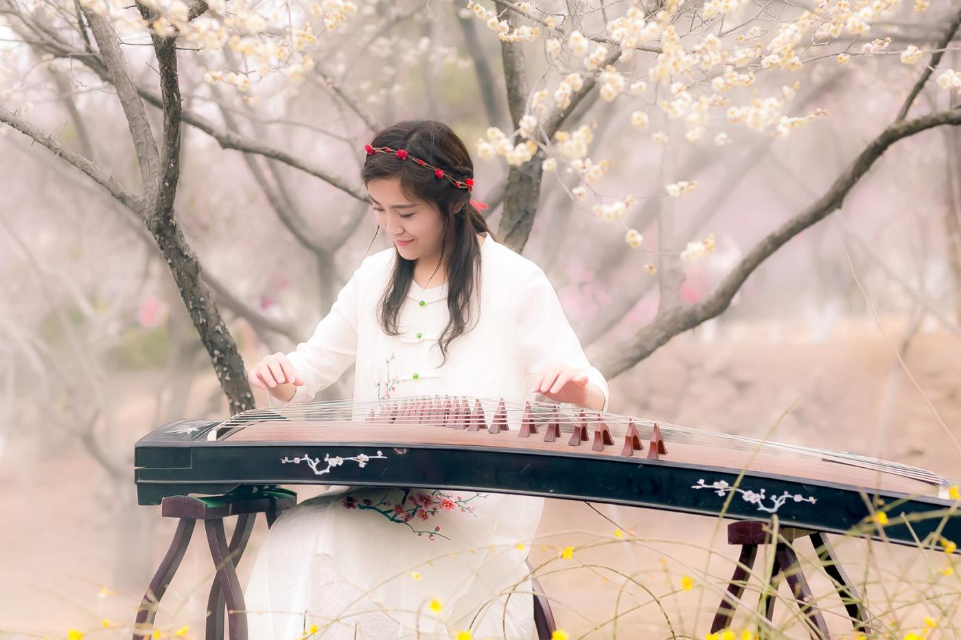 沂水雪山梅园走来一群赏梅踏春的沂蒙女孩 摄影人和女孩们成为梅园一道亮丽的风景线 ..._图1-16