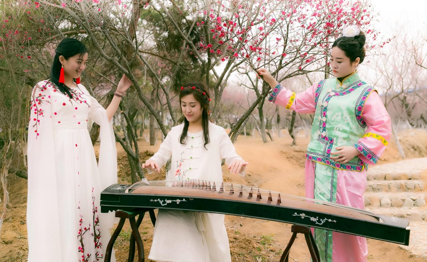 沂水雪山梅园走来一群赏梅踏春的沂蒙女孩 摄影人和女孩们成为梅园一道亮丽的风景线 ..._图1-18