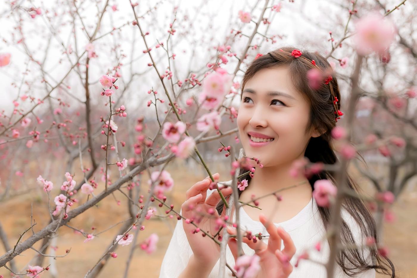 沂水雪山梅园走来一群赏梅踏春的沂蒙女孩 摄影人和女孩们成为梅园一道亮丽的风景线 ..._图1-21