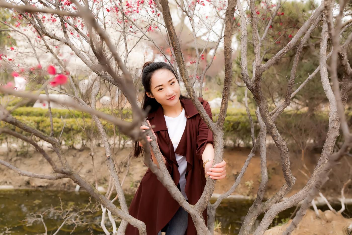沂水雪山梅园走来一群赏梅踏春的沂蒙女孩 摄影人和女孩们成为梅园一道亮丽的风景线 ..._图1-24