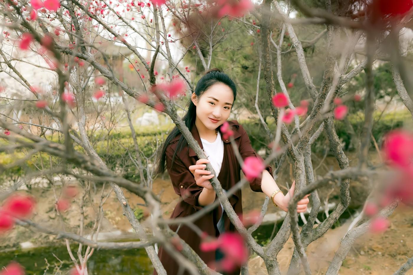 沂水雪山梅园走来一群赏梅踏春的沂蒙女孩 摄影人和女孩们成为梅园一道亮丽的风景线 ..._图1-25