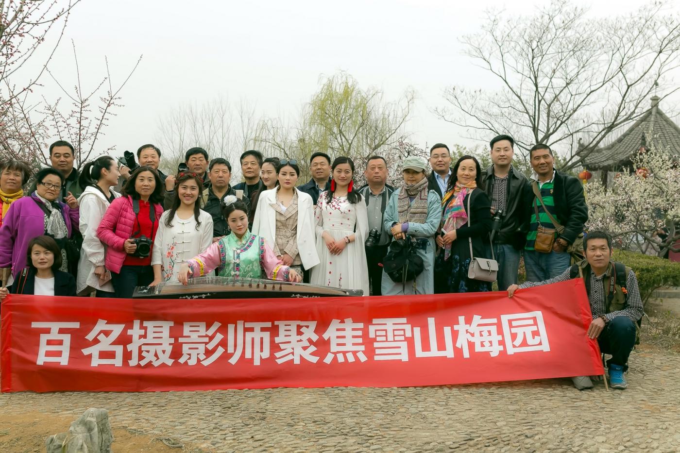 沂水雪山梅园走来一群赏梅踏春的沂蒙女孩 摄影人和女孩们成为梅园一道亮丽的风景线 ..._图1-29