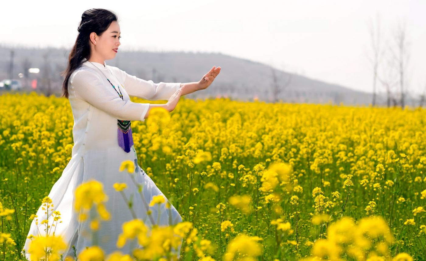 清明时节踏春的临沂女孩们_图1-6