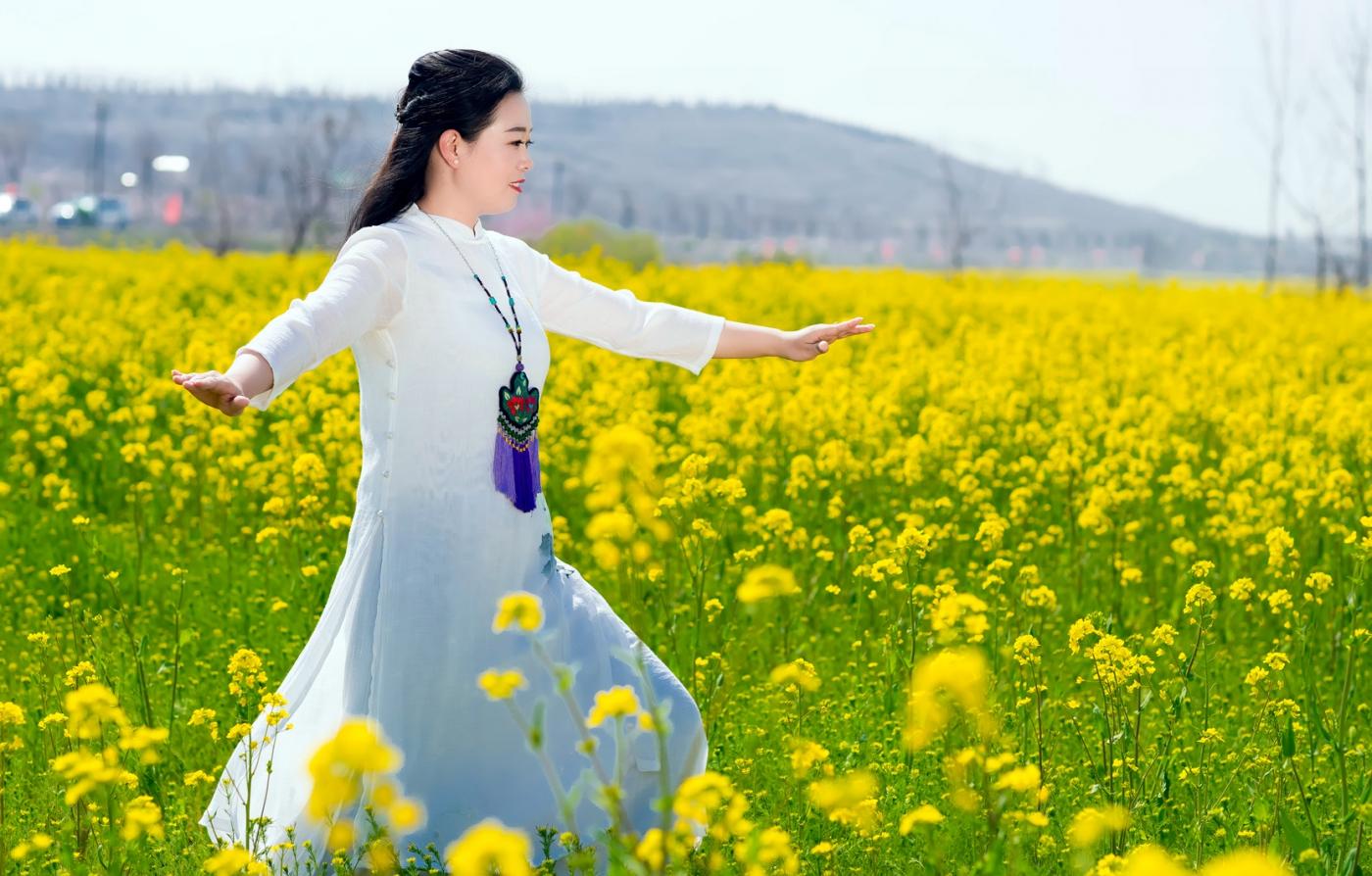 清明时节踏春的临沂女孩们_图1-7