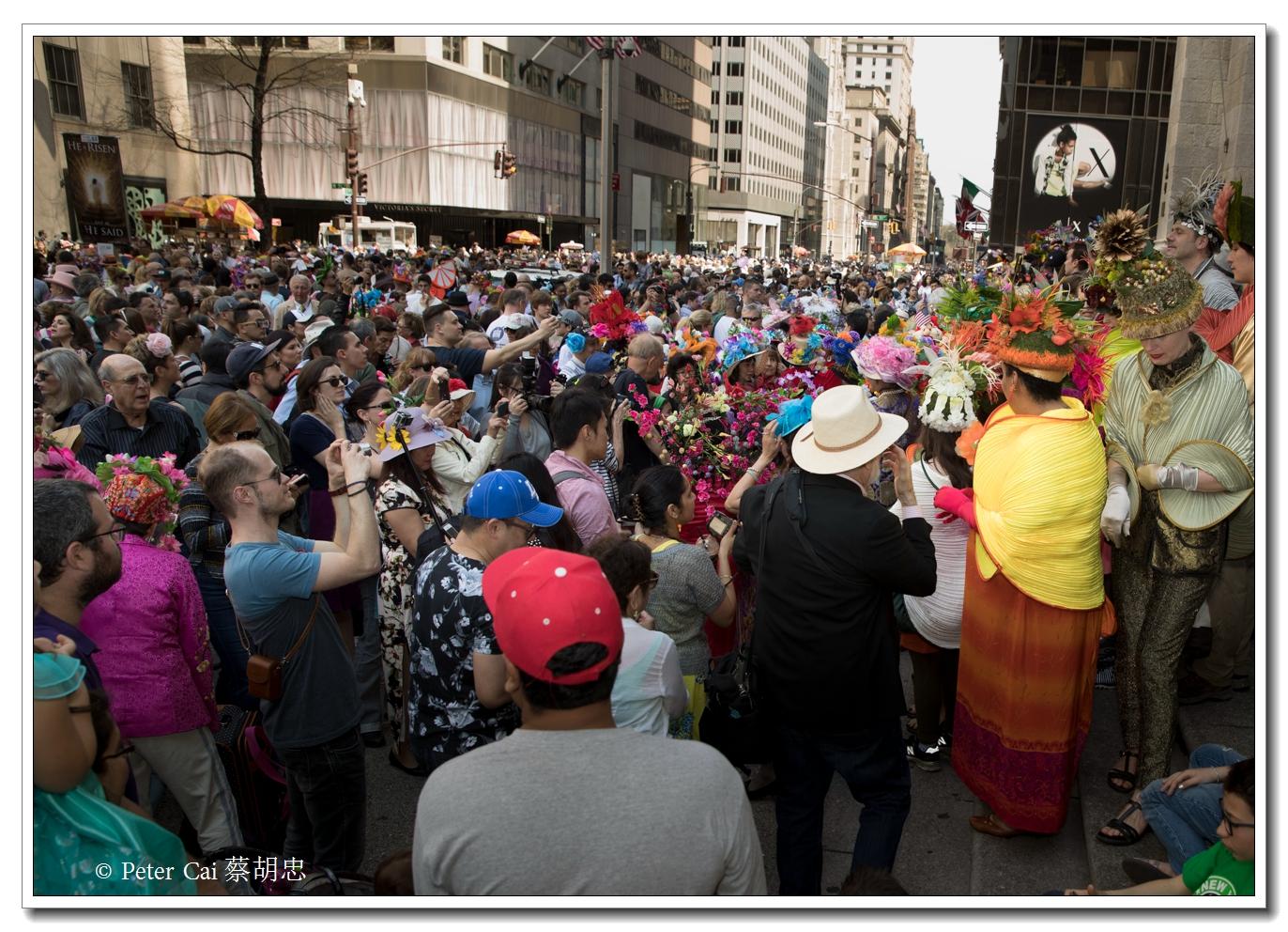 """纽约复活节游行,上演""""最新奇别致的帽子""""_图1-1"""