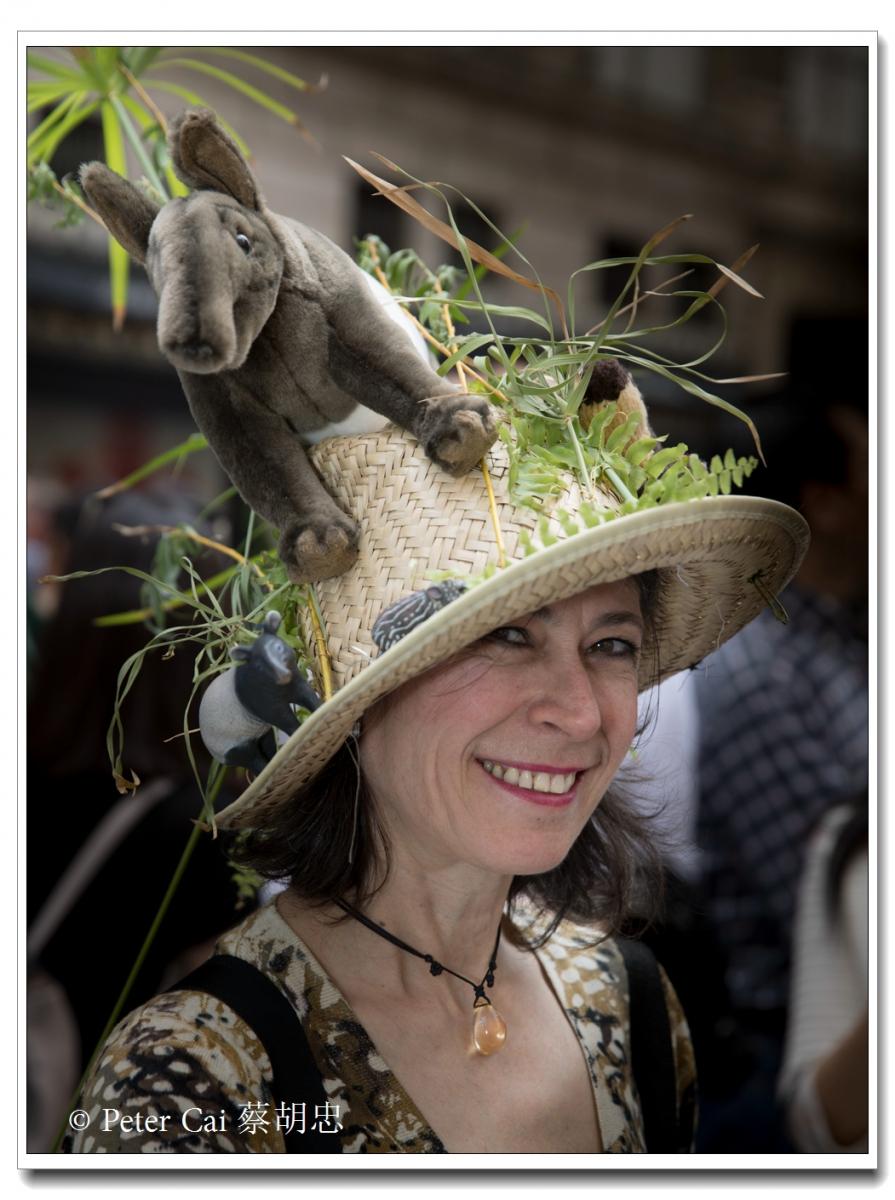 """纽约复活节游行,上演""""最新奇别致的帽子""""_图1-25"""