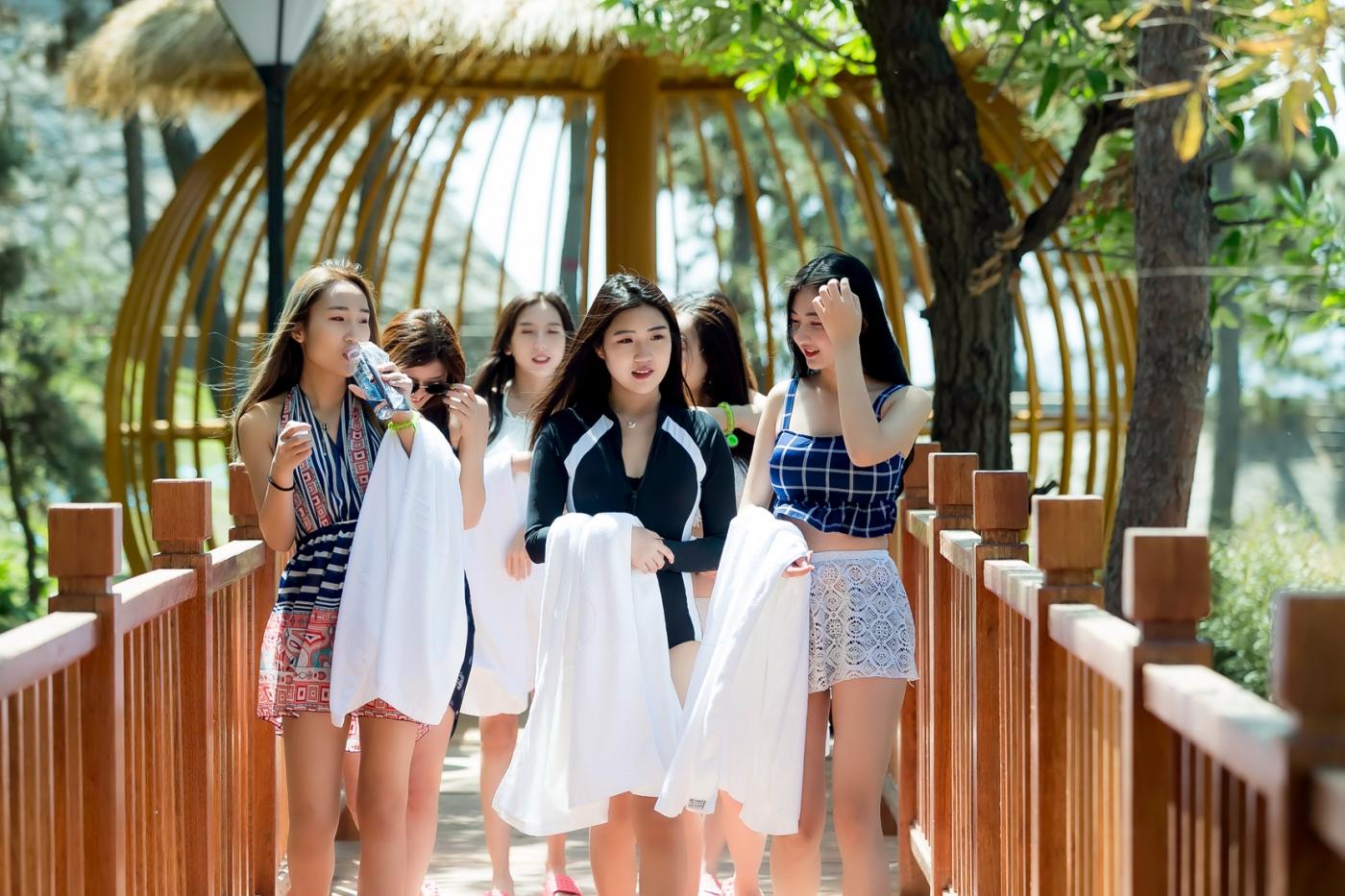 在临沂蒙山康谷温泉 与22位泳装女孩相遇在这里_图1-22